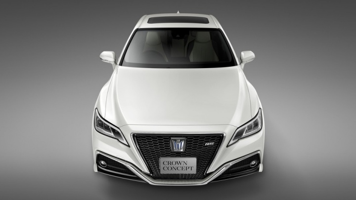 Toyota показала новый «Краун» с клювом на носу