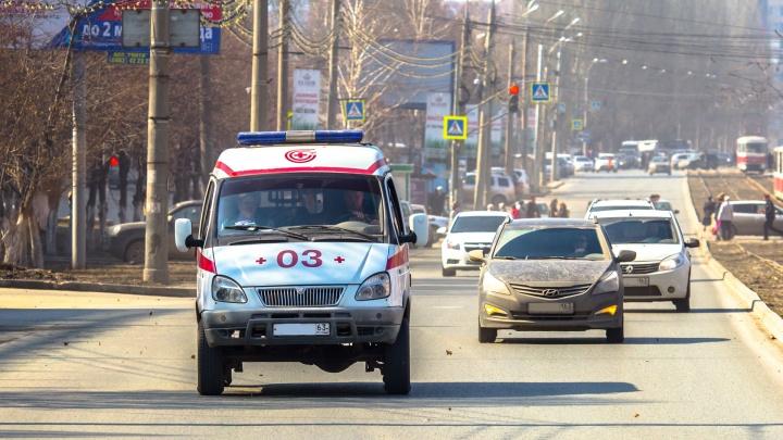 Медики попали в больницу: в Тольятти машина скорой помощи врезалась в Audi