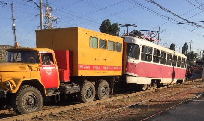 В Ворошиловском районе Волгограда трамвай сошел с рельсов