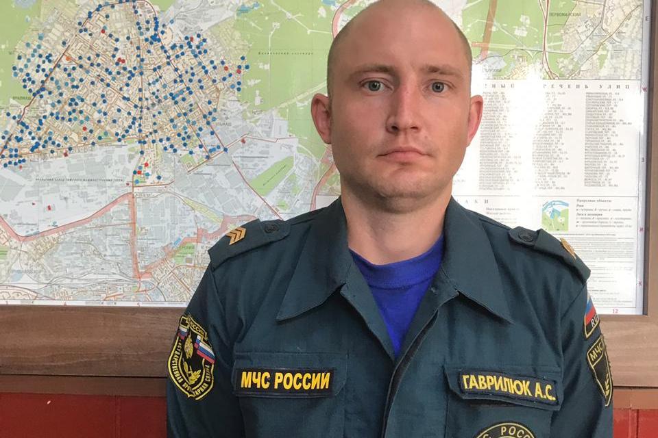 На фото: пожарный Александр Гаврилюк