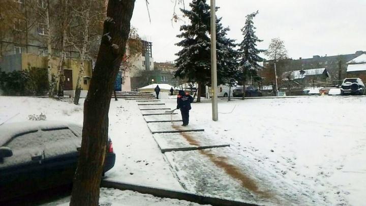 Уфимские дорожники вышли на расчистку улиц ночью