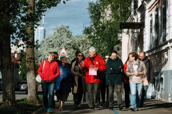 Экскурсии на Дягилевском фестивале пользуются популярностью. Их проводят по бывшему заводу Шпагина, а также по Театру оперы и балета