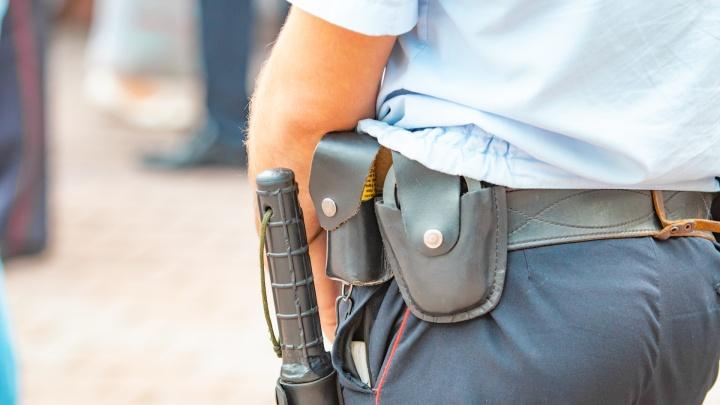 Двух экс-полицейских из Аксая обвинили во взяточничестве и вымогательстве