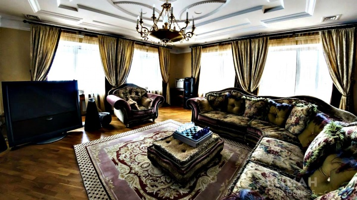 В Ярославле продают дом за 137 миллионов: гуляем по роскошным золотым комнатам