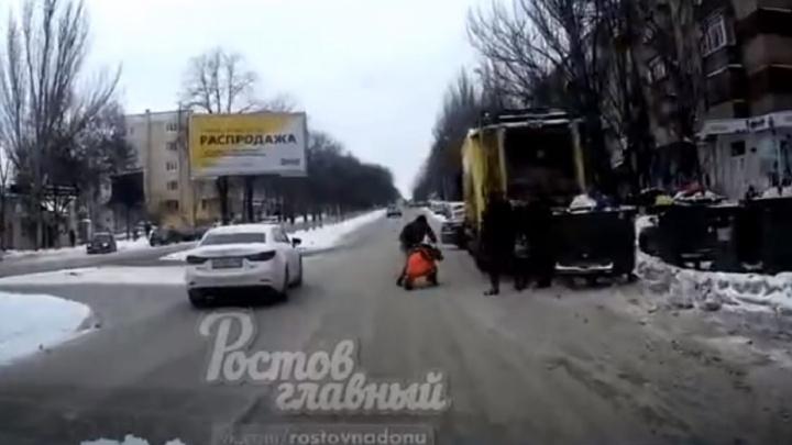 В центре Ростова неизвестный избил сотрудника коммунальной службы