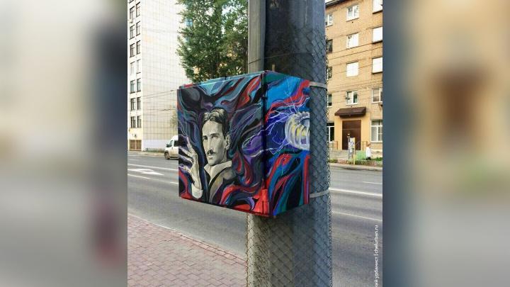 Тесла рядом с Маском: челябинские художники сделали новый арт-объект возле конечной ЮУрГУ