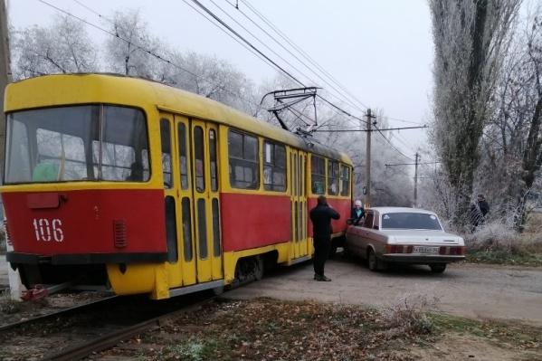 Трамвай и «Волга» не разъехались в Волжском