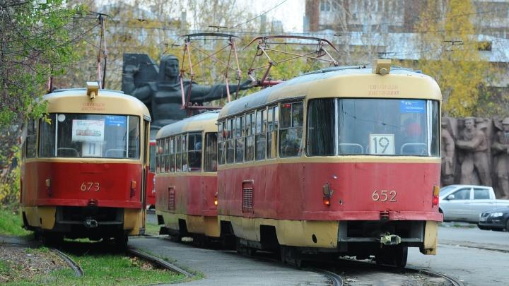 На ВИЗе до понедельника закрыли движение трамваев