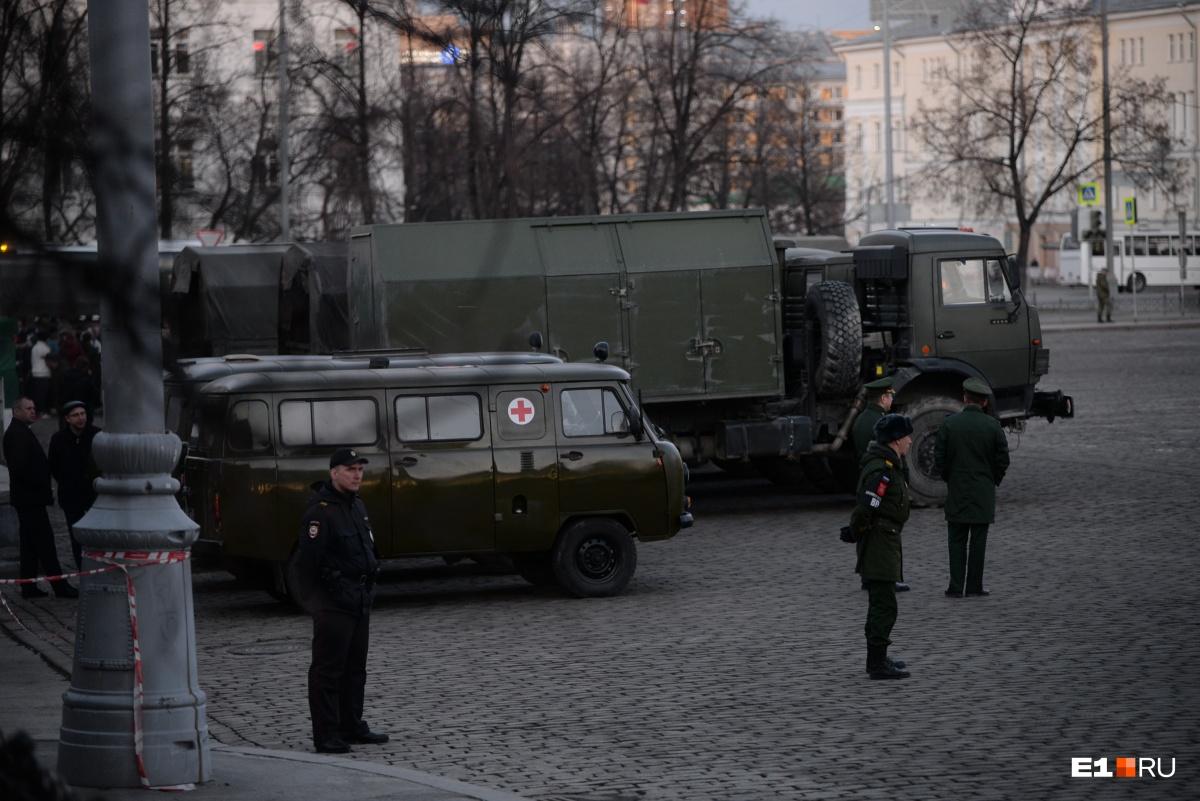 Центр Екатеринбурга перекрыли для репетиции парада Победы