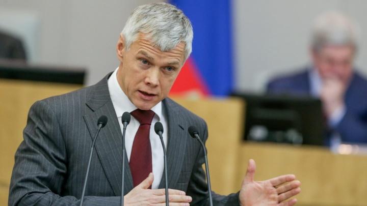 Квартиры в Европе и люксовые авто: сколько зарабатывают и чем владеют депутаты Госдумы из Челябинска