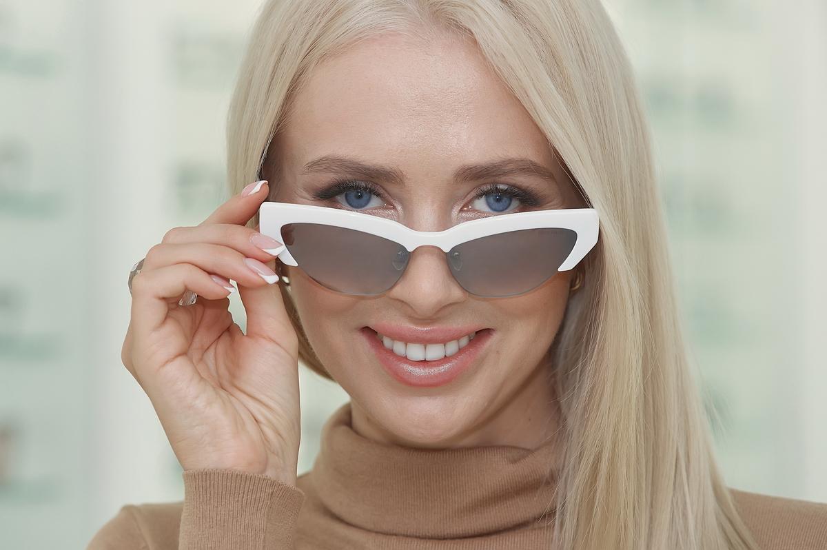 В модели Prada актуальная вытянутая форма сочетается с трендом на ретро
