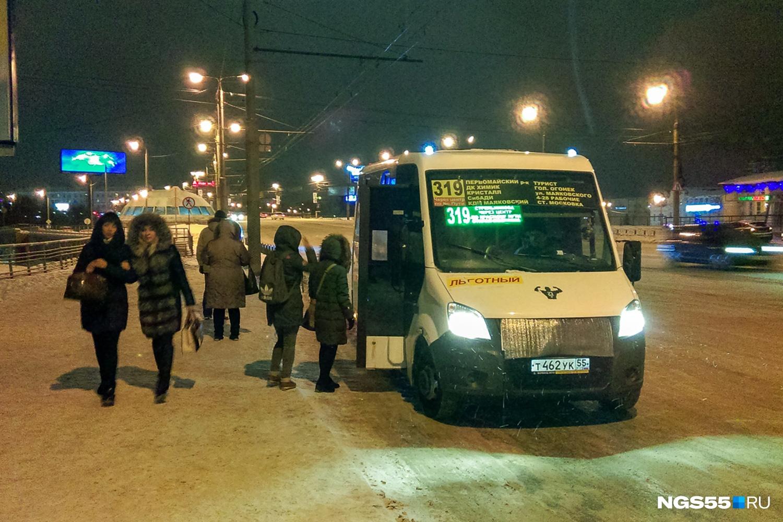"""Почти сразу подошла маршрутка <nobr class=""""_"""">№ 319</nobr>. Фото Ирины Акишевой"""