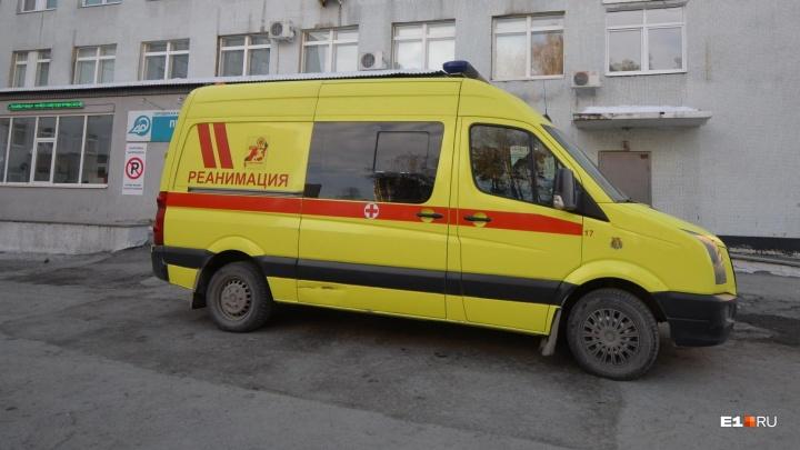 Температура под 40: ребёнка, из-за которого Boeing сел в Кольцово, увезли в больницу