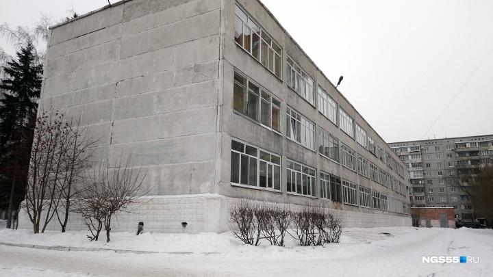 «Как камень с плеч»: после конфликта омская журналистка забрала документы сына из гимназии № 62