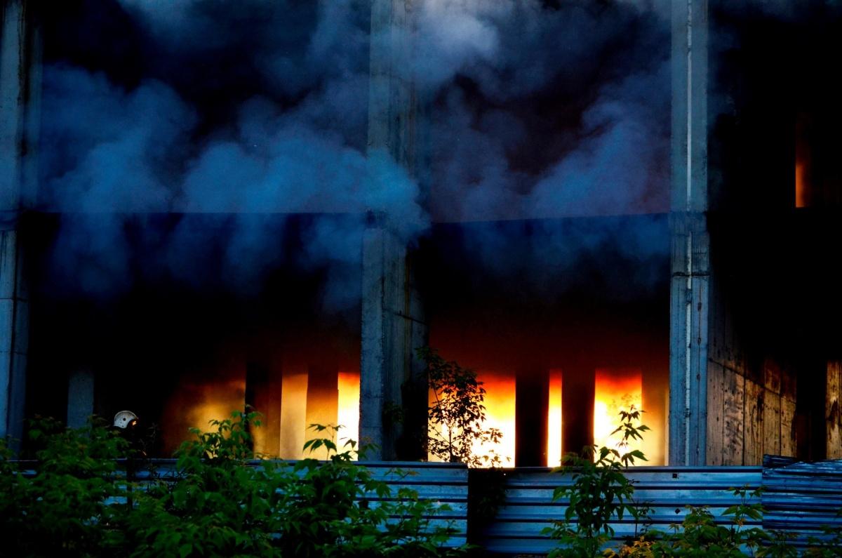 Пожар в долгострое на ул. Зорге