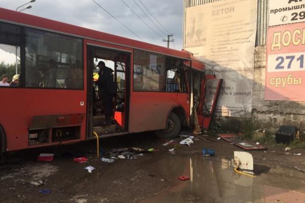 Авария произошла вчера около 17:00
