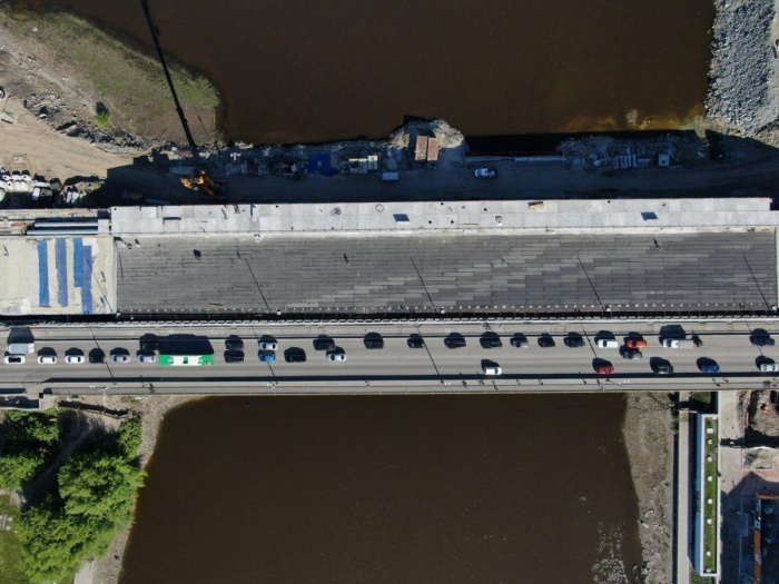 Макаровский мост на месяц закрыли для движения транспорта с сегодняшнего дня