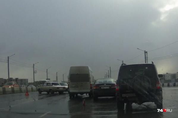 На мосту с разницей в несколько минут случилось три ДТП