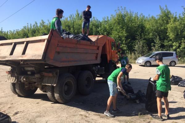 Собранный мусор отправили на легальный полигон
