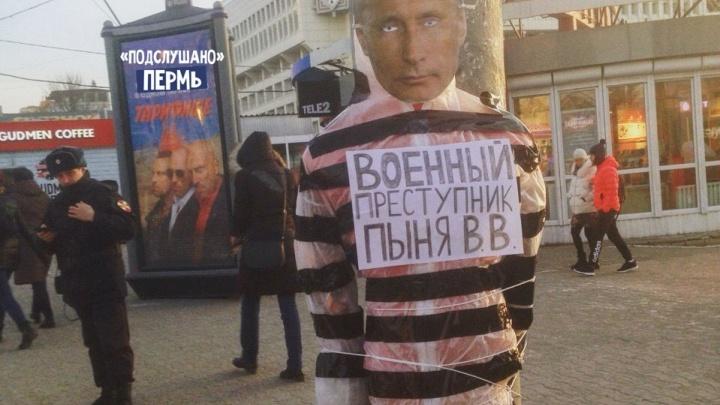 В центре Перми неизвестные установили чучело с «лицом» президента
