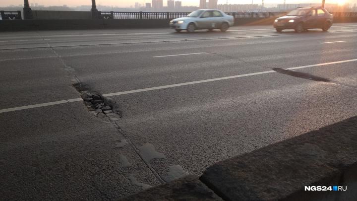 Асфальт на Коммунальном мосту посыпался до старта Универсиады