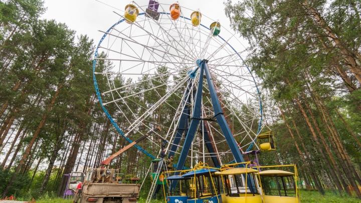 В Балатовском парке сносят колесо обозрения