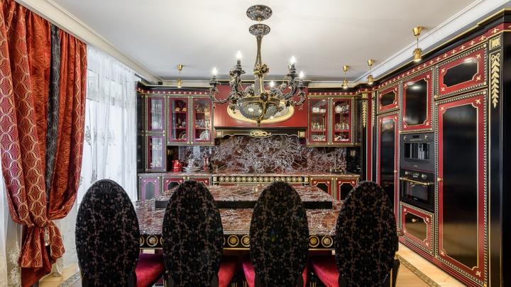 «Сима-ленд» завидует: в Екатеринбурге выставили на продажу квартиру в викторианском стиле