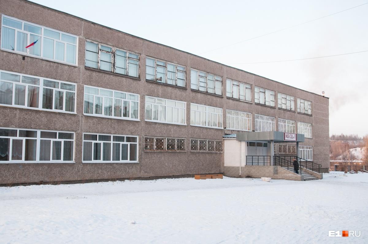 Школа, в которой учился мальчик