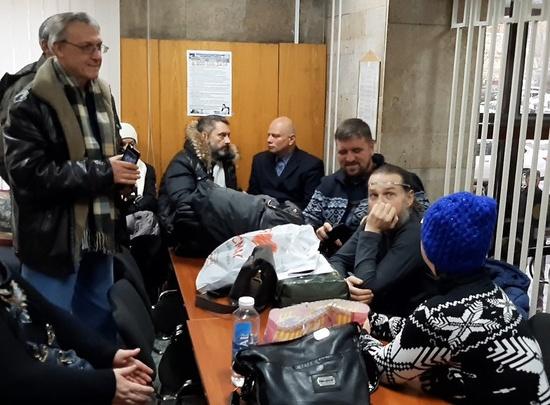 «Кто-то даёт очень большие деньги»: главу Волгоградской области пришли увольнять 20 адептов СССР