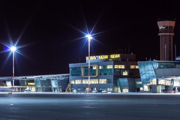 Из-за плохого состояния пассажира самолет экстренно сел в Казани
