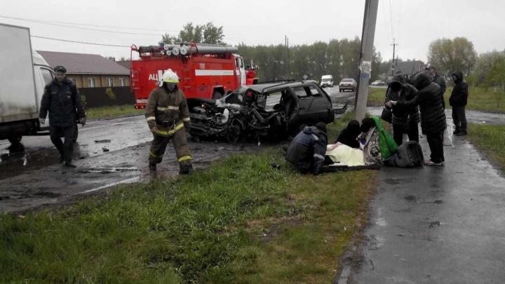 Водитель ВАЗа погиб под Омском после столкновения с внедорожником