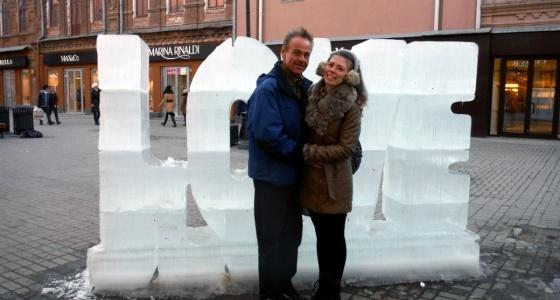 «Родители были в шоке»: студентка из Екатеринбурга вышла замуж за американца в два раза старше её