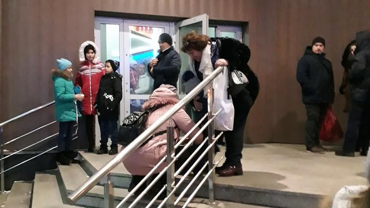 «Масло попало на плиту»: из «Сан Сити» второй раз за неделю эвакуировали посетителей