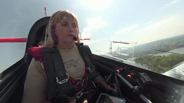 Видео 360: появились кадры из кабины самолёта Светланы Капаниной во время полёта над Ярославлем
