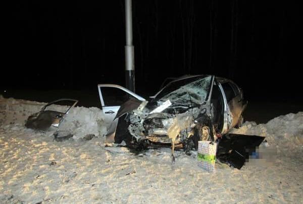 Машину намотало на столб: в Башкирии в лобовом ДТП погиб 22-летний парень