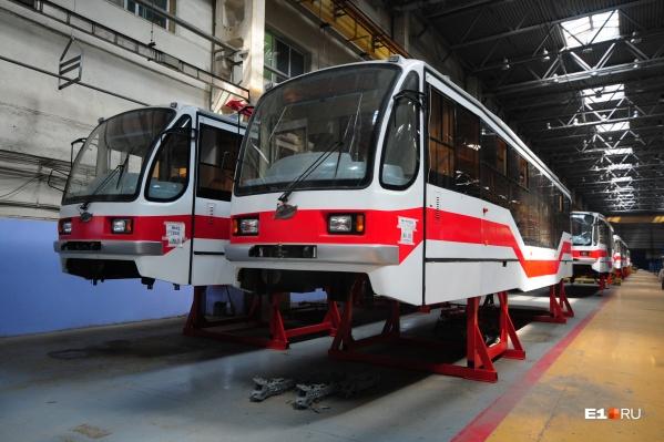 Новенькие трамваи ждут, когда их отпустят погулять в другие города