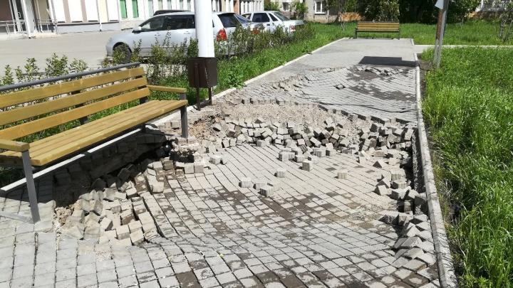 Брусчатка в новом сквере на Новосибирской обвалилась после дождей