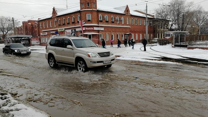 В Омске из-за прорыва трубы на 14-й Линии перестали ходить трамваи