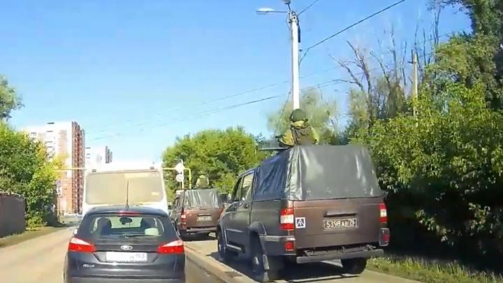 На армейцев, которые катались в Самаре по тротуару, пожаловались главному военному прокурору