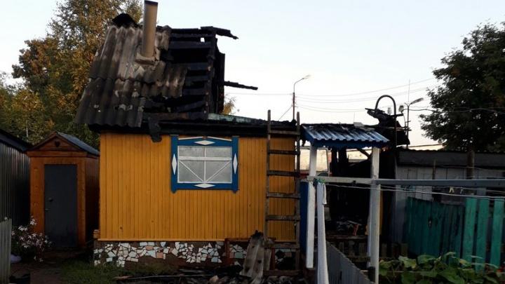В Башкирии ночной пожар уничтожил баню