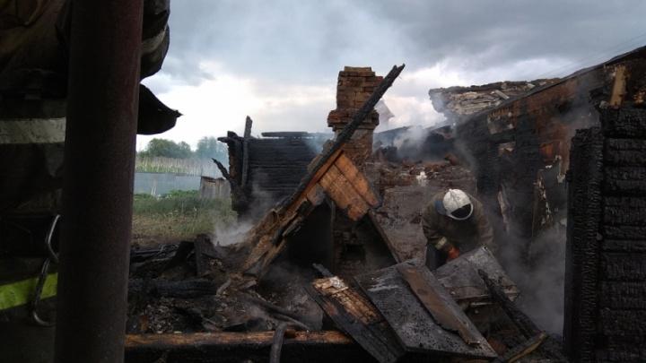 В Прикамье женщина получила ожоги, спасая своих детей из горящего дома