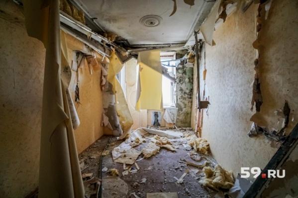 Так изнутри выглядят аварийные дома в Березниках. Тут их больше сотни