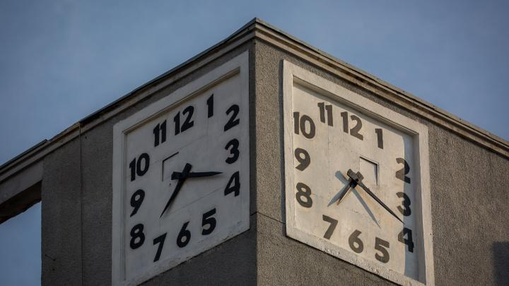 На Красном проспекте снова пошли легендарные часы