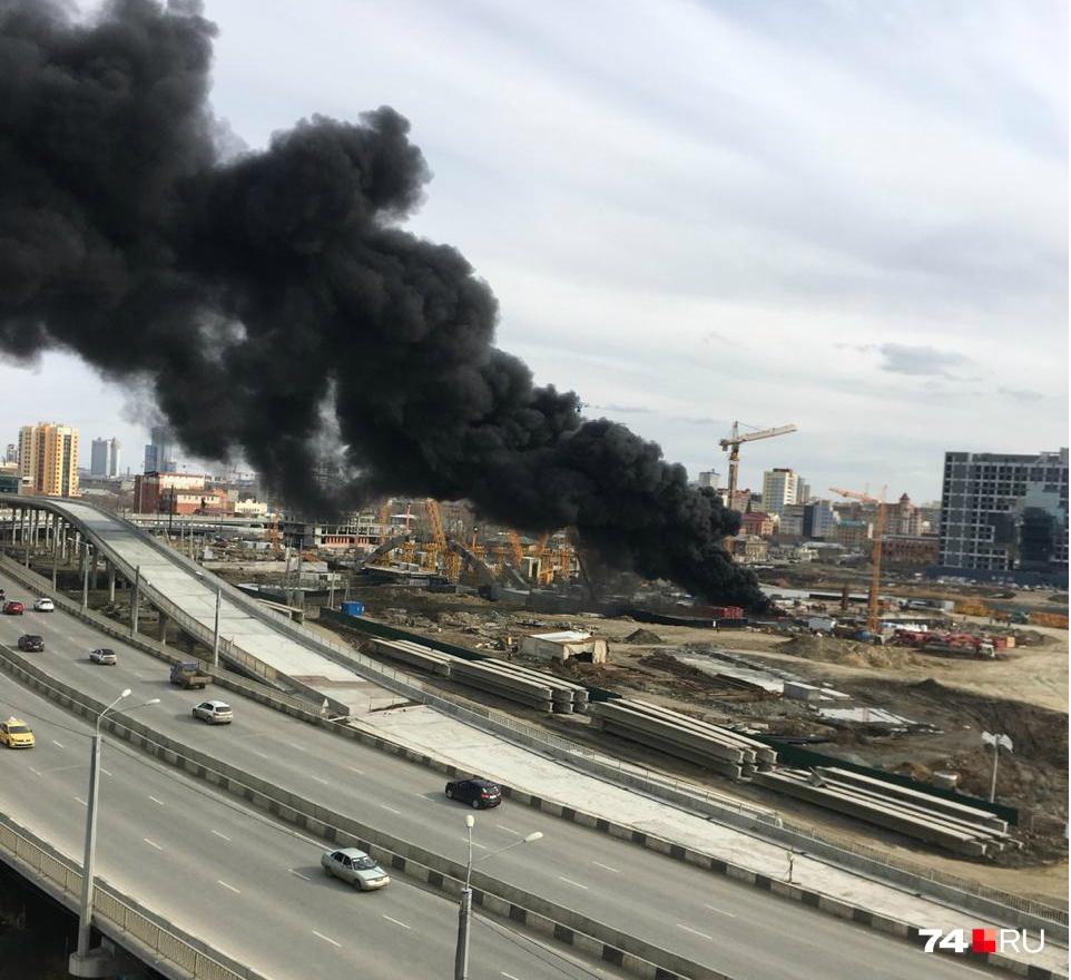 Чёрный дым перепугал горожан