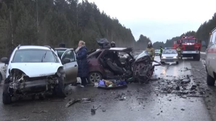 В страшной аварии под Нижней Салдой разбилась насмерть женщина, ещё 5 человек получили травмы