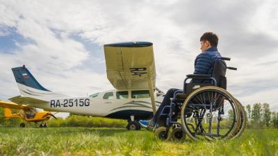 Полёт Давида: омский пилот исполнил мечту парня, который оказался в инвалидной коляске после ДТП