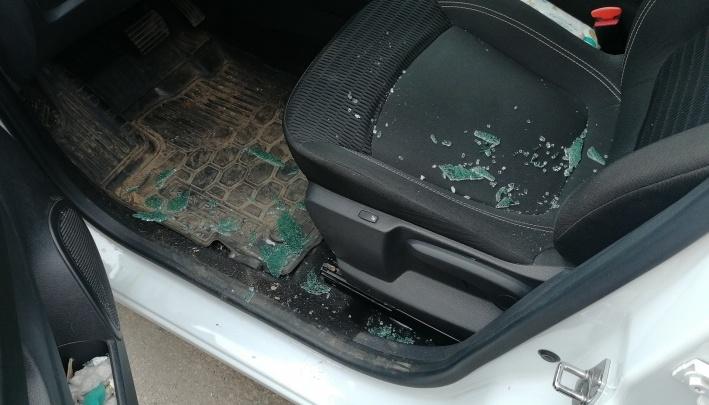 В Перми после дорожного конфликта водитель открыл стрельбу по машине