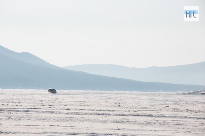 Насевере Красноярского края мужчина наснегоходе провалился под лед