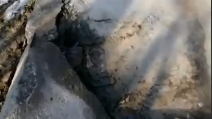 «Там шурует кипяток»: в Волгограде провалилась плита тоннеля теплотрассы