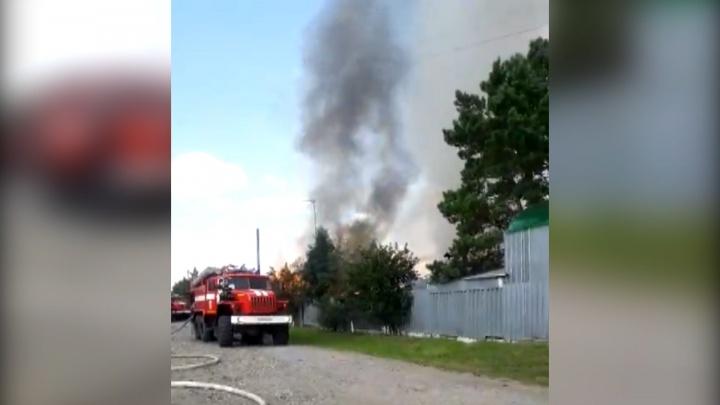 Пожар во дворе частного дома в Антипино: огонь вспыхнул из-за электропроводки